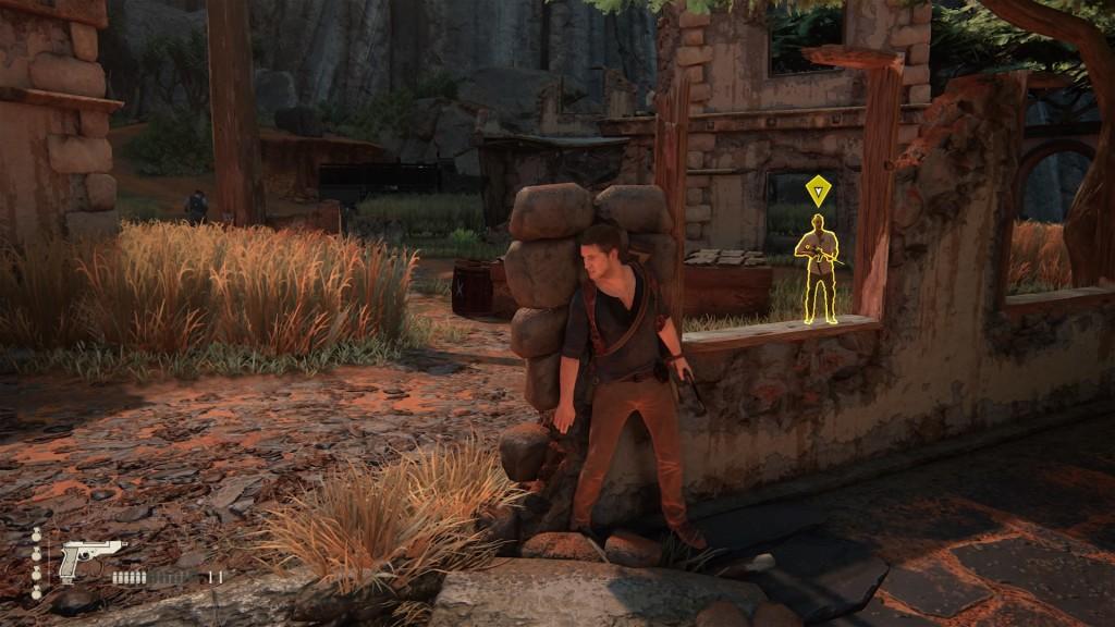 Uno de los enemigos cree haber visto algo sospechoso, y por eso el simbolo arriba de su cabeza es de color amarillo.